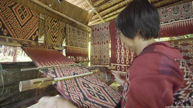 Ciri Khas dan Jenis-Jenis Kain Tenun Tapis dari Lampung