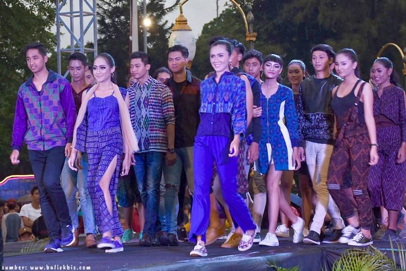 7 Model Tenun Endek Bali Yang Cocok Untuk Bahan Seragam